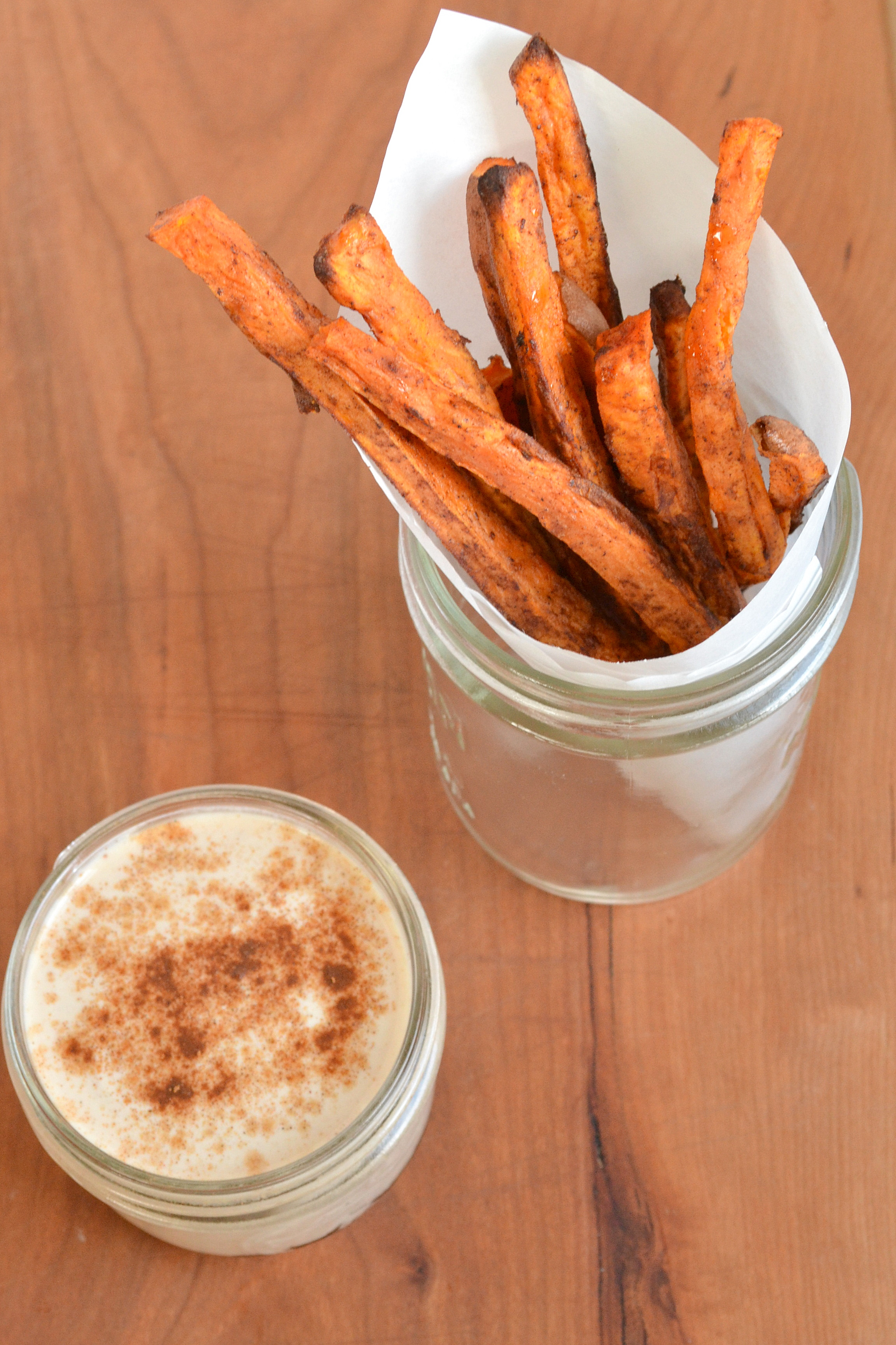 What sauce comes with sweet potato fries