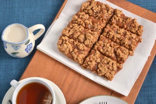 Chai Spiced Apple Butter Crumble Bars(Vegan)