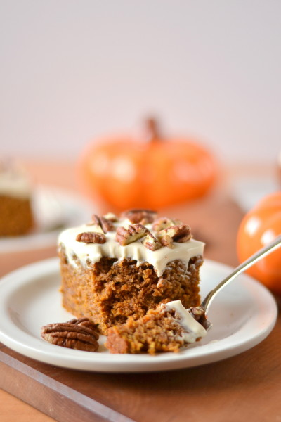 pumpkin-spice-cake-with-greek-yogurt-cream-cheese-frosting-4