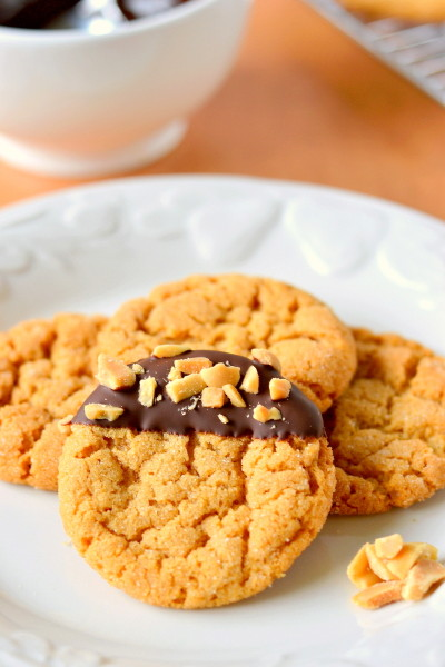 chocolate-dipped-flourless-peanut-butter-cookies-4