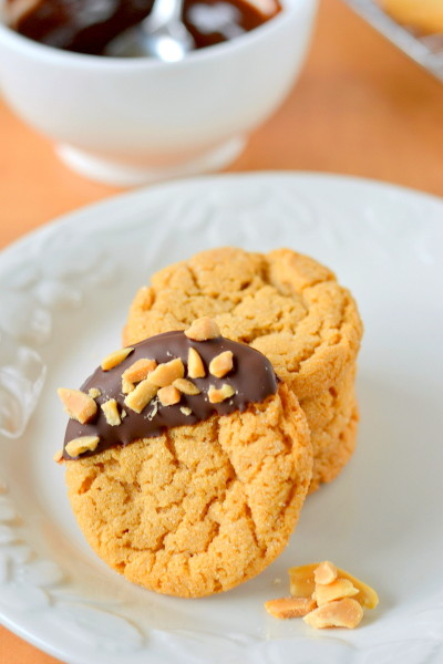 chocolate-dipped-flourless-peanut-butter-cookies-5